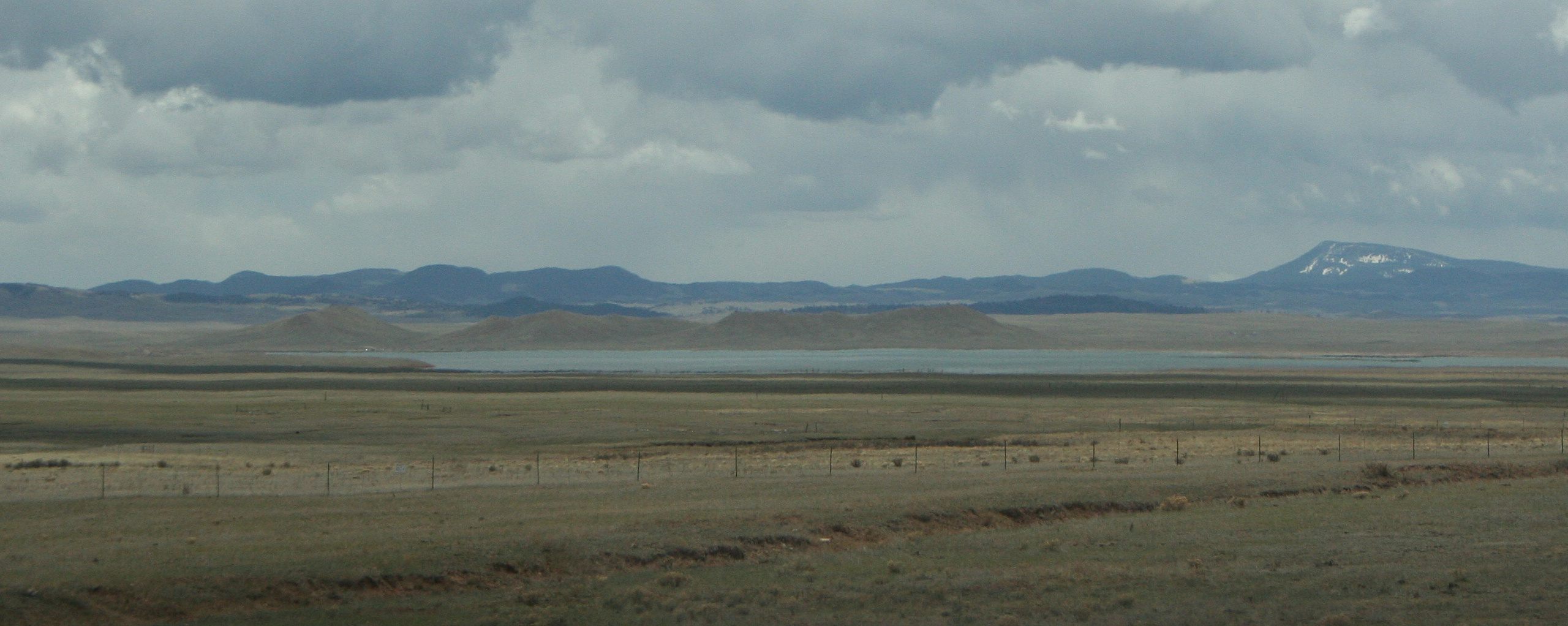 Antero Reservoir from Highway 285 / By Jeffrey Beall - Own work, CC BY-SA 3.0, https://commons.wikimedia.org/w/index.php?curid=10481916