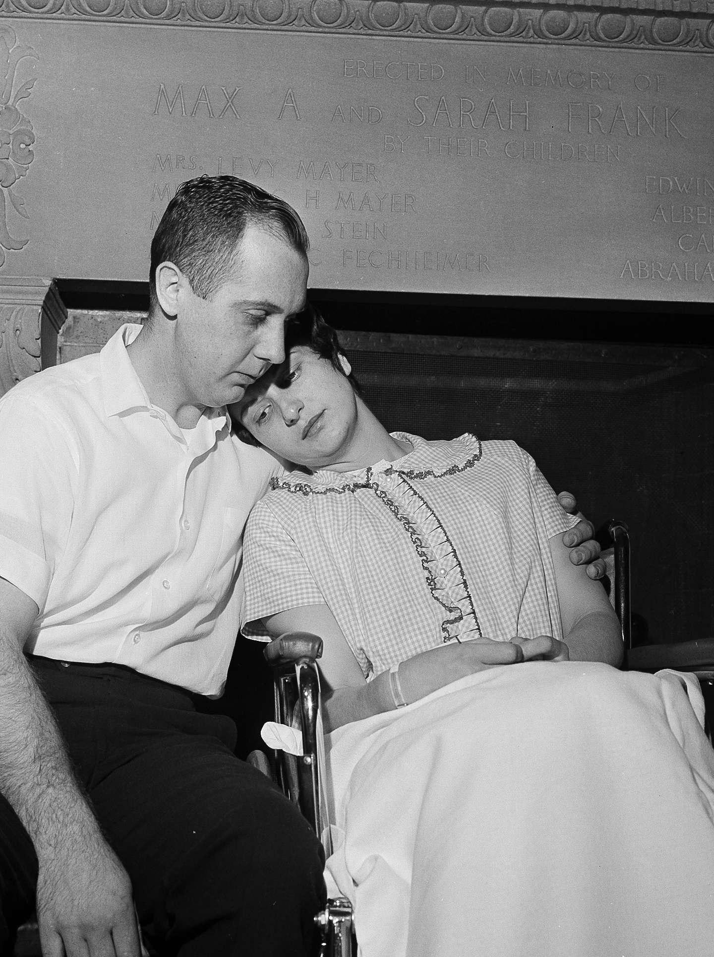 Chester Fronczak, Dora Fronczak